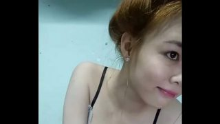 Vietnamese cam model squirts